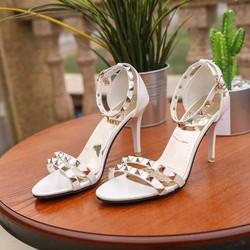 Sandal cao gót đính hột da bóng