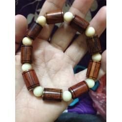 Vòng tay nam nữ gỗ quý nhiều mẫu mã giá cả khác nhau
