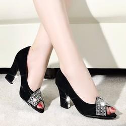Giày cao gót hở mũi đính đá sang trọng