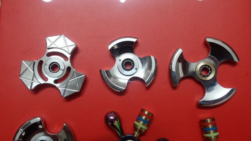 Spinner Cầu Vồng 15