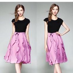 set chân váy hồng áo thun đen
