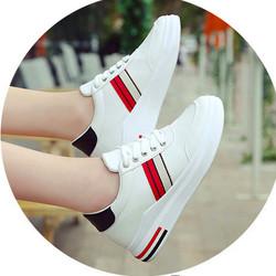 Giày thể thao phối vạch trắng đỏ style Korea