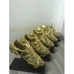Giày vàng phục vụ mùa giải