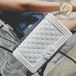 Túi hộp màu trắng kết hợp dây xích đeo chéo xinh xắn