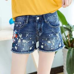 Quần short jeans kết hột thêu hoa