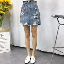 Chân váy jeans thêu hoa was rách