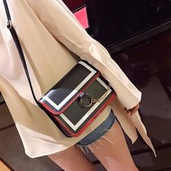Túi đeo chéo khóa vòng viền đỏ da PU PB11010777