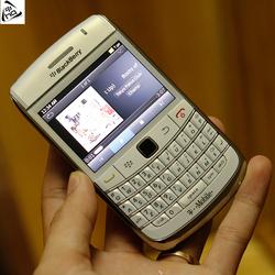 Điện thoại BlackBerry Bold 9780 White ! Phong Cách Doanh Nhân !