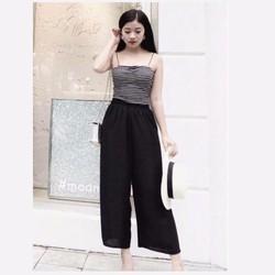 Bộ quần lửng đen áo dây kẻ ngang nữ