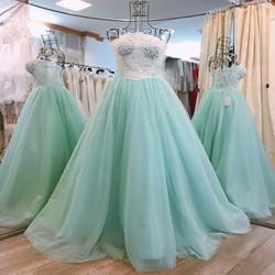 váy cưới cúp ngực, màu xanh ngọc đính hạt trai