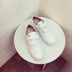 Giày bata mới