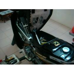 Tự động nâng yên xe máy
