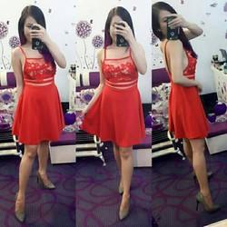 Váy xòe màu đỏ 2 dây hở lưng thêu hoa