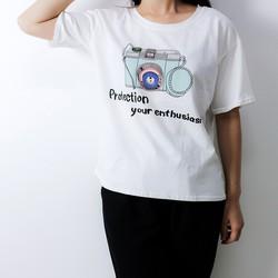Áo phông nữ in hình máy ảnh