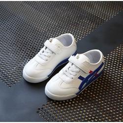 Giày thể thao trắng sọc xanh phong cách Hàn Quốc