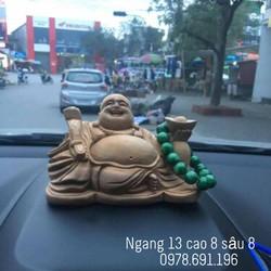 Tượng gỗ Ngọc Am Hà Giang để taplo xe hơi