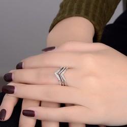 Nhẫn chữ V kim cương đẹp