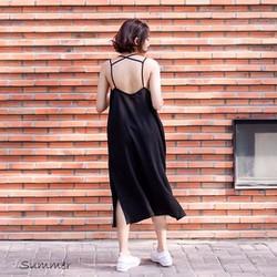 Đầm maxi hở lưng xẻ tà form rộng trendy