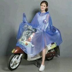 Áo mưa chấm bi