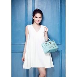 Đầm suông trắng sát nách cổ tim xinh xắn như Ngọc trinh DSV118