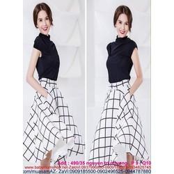 Sét áo thun kiểu cổ trụ tròn và chân váy xòe caro sành điệu SEV326
