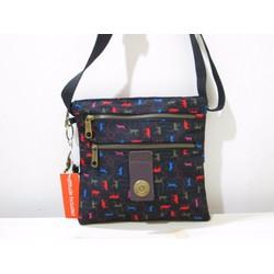 Túi đeo chéo ba đáy Kipling đen họa tiết