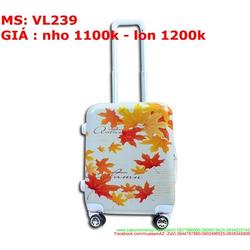 Vali kéo du lich nhựa hình lá phong đỏ đẹp nổi bật VL239