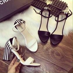 Sandal đế vuông sọc