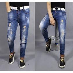 Quần jeans rách vá vẩy sơn