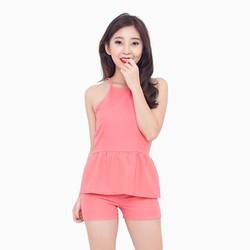 Set đồ hai dây và quần short dạo phố màu hồng