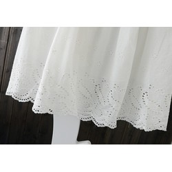 Chân váy trắng xòe thêu hoa đục lỗ