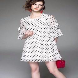 Đầm suông form rộng chấm bi hở vai