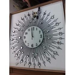 Đồng hồ trang trí treo tường hình titan  DH07