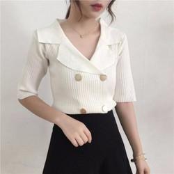 Áo len gân tay ngắn cổ vest phối nút to xếp dọc