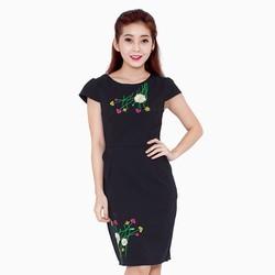 Đầm body thêu hoa nổi size M