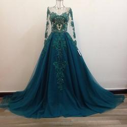 áo cưới xoè đuôi dài, màu xanh ve chai phối thân màu nude bắt mắt