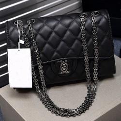 Túi xách da với thiết kế tinh tế không kém phần sang trọng 118