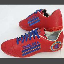 Giày đá banh sân cỏ màu đỏ