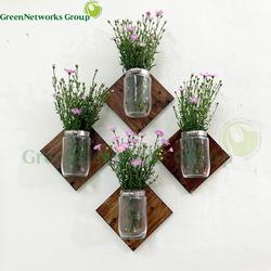 Bình hoa trang trí nội thất điểm nhấn trên tường