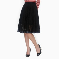 Chân váy ren duyên dáng màu đen