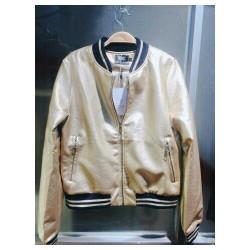 áo khoác da màu ánh vàng