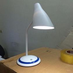 Đèn Led cảm ứng bảo vệ mắt chống cận thị CDM 8813 tặng ổ điện