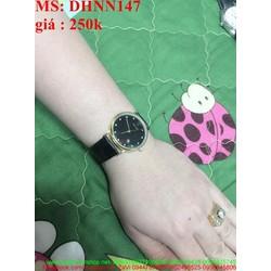 Đồng hồ da đeo tay nam mặt tròn đen đính hạt sành điệu DHNN147