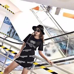Set đen áo + quần váy chữ trắng