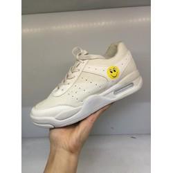 Giày thể thao mặt cười
