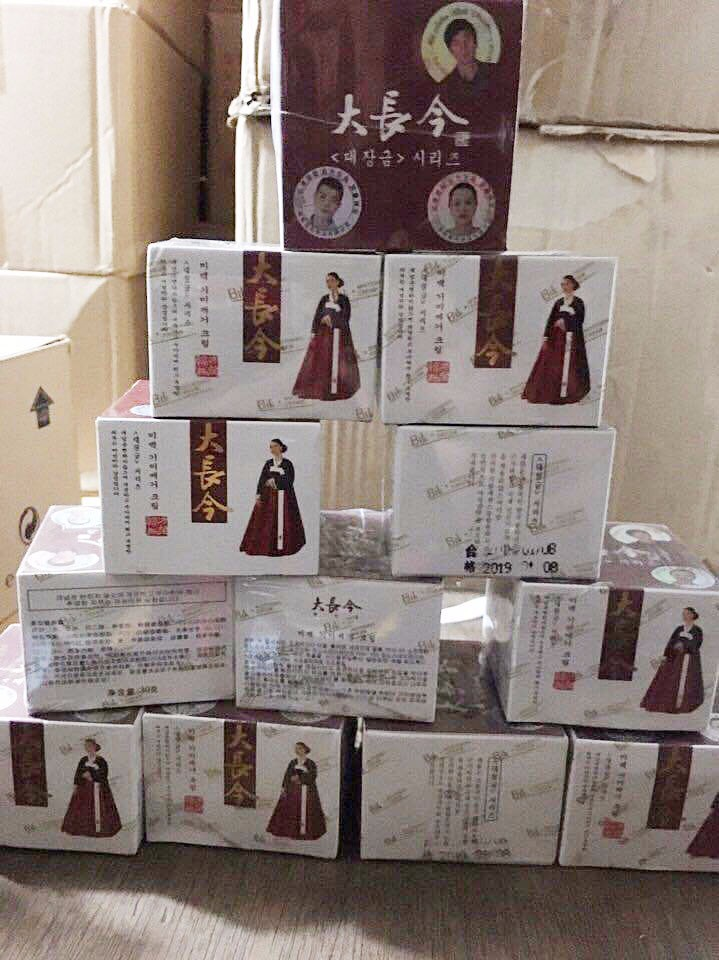 Kem trị nám dưỡng trắng da cô gái HÀN QUỐC mặc đầm đỏ - HX018 3