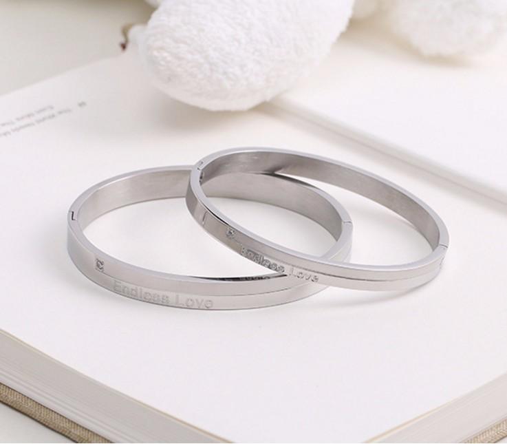 Bộ Vòng Tay Đôi Nam Nữ Endless Love Ti Tan Không Đen Cao Cấp TT 0708 1