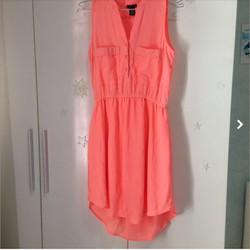 Đầm hồng neon