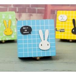 Hộp nhạc thỏ màu quay tay