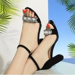 Giày cao gót đính đá da nhung sang trọng